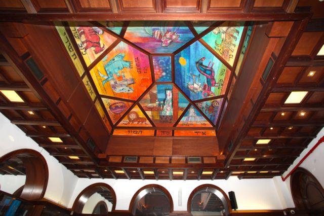 Cupola del Centro Bibliografico opera dell'artista Emanuele Luzzati raffigurante i segni zodiacali